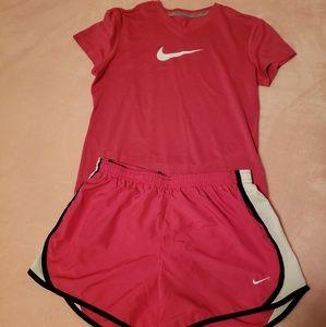 Large Nike DriFit shorts and t-shirt - dark pink